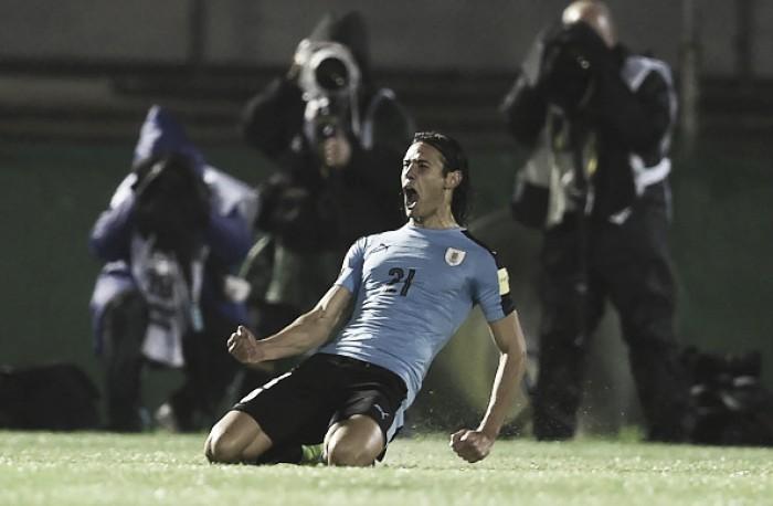 Com dois de Cavani, Uruguai goleia Paraguai e assume liderança isolada