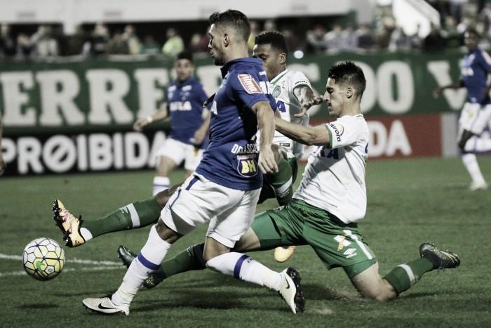 Chapecoense vence Cruzeiro de virada na estreia de Caio Junior