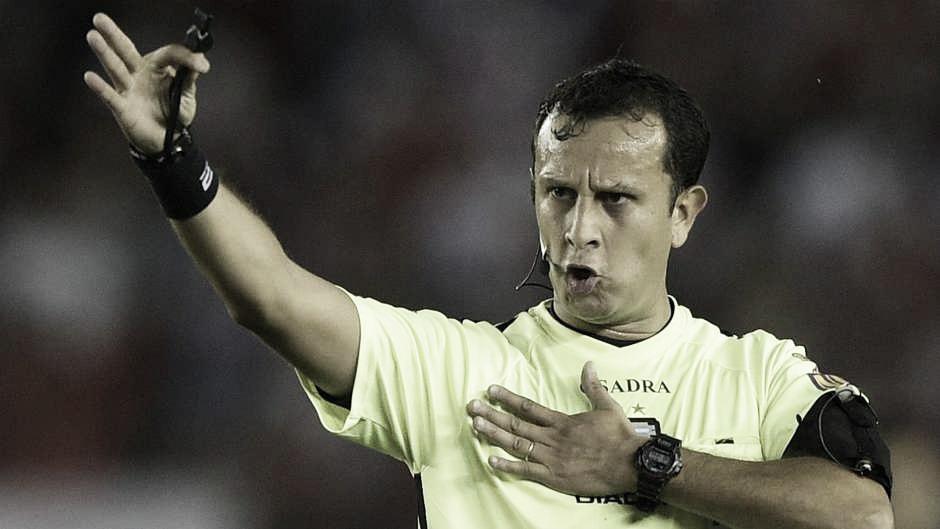Darío Herrera será el árbitro de Independiente - Boca este domingo: ¿Cómo le fue dirigiendo al 'Xeneize'?