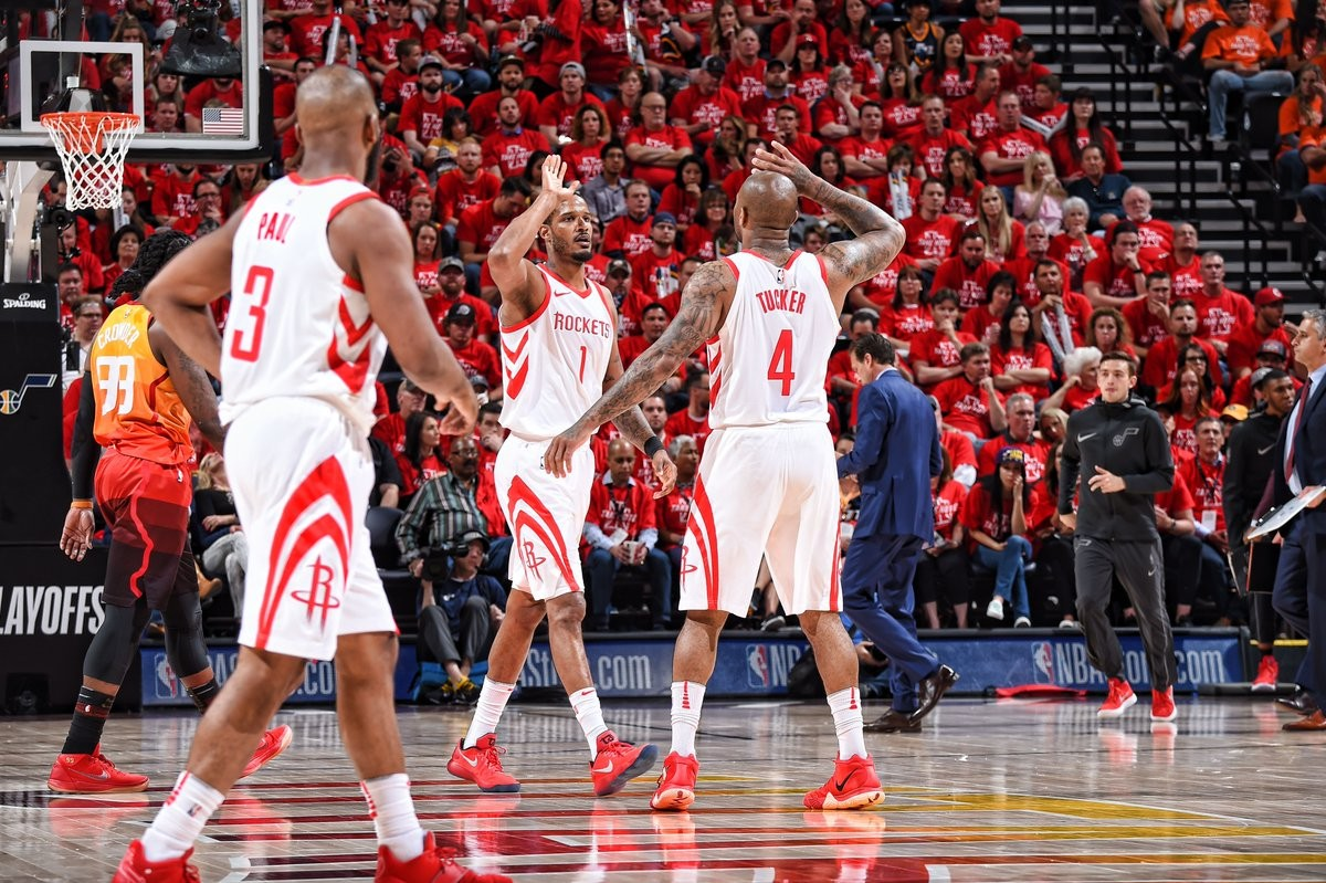 NBA Playoffs - Houston torna Houston, Utah travolta in gara-3