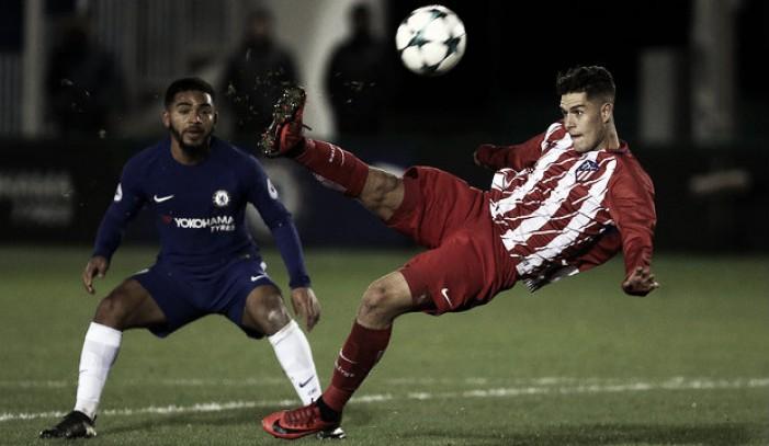 El Atlético cae ante el Chelsea y pasa como segundo