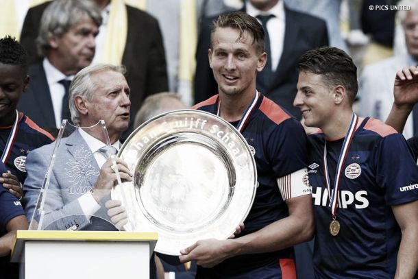 El PSV de Santiago Arias se coronó en la Supercopa de Holanda
