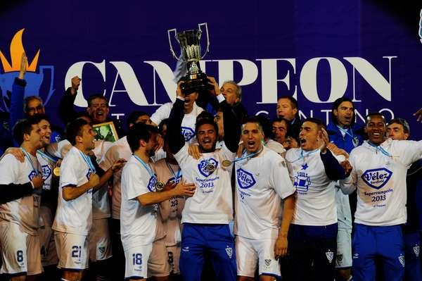 Vélez Sarsfield é o campeão da temporada 2012-13 na Argentina