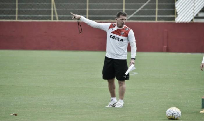 Mancini destaca poder de reação do Vitória e comemora desempenho do setor ofensivo