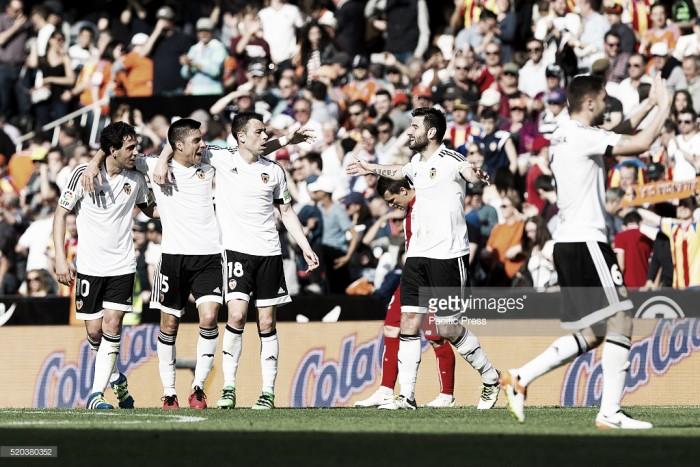Liga BBVA: Valencia vence nos descontos