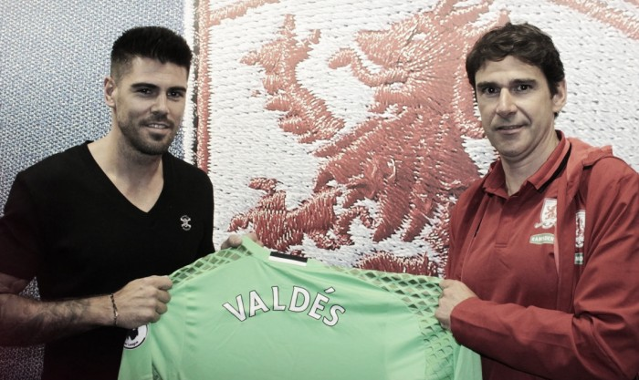 Middlesbrough complete Víctor Valdés signing