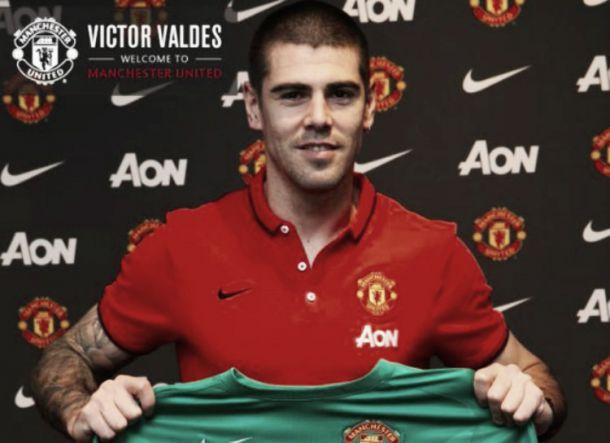 Victor Valdés de volta ao activo: Manchester United é o destino