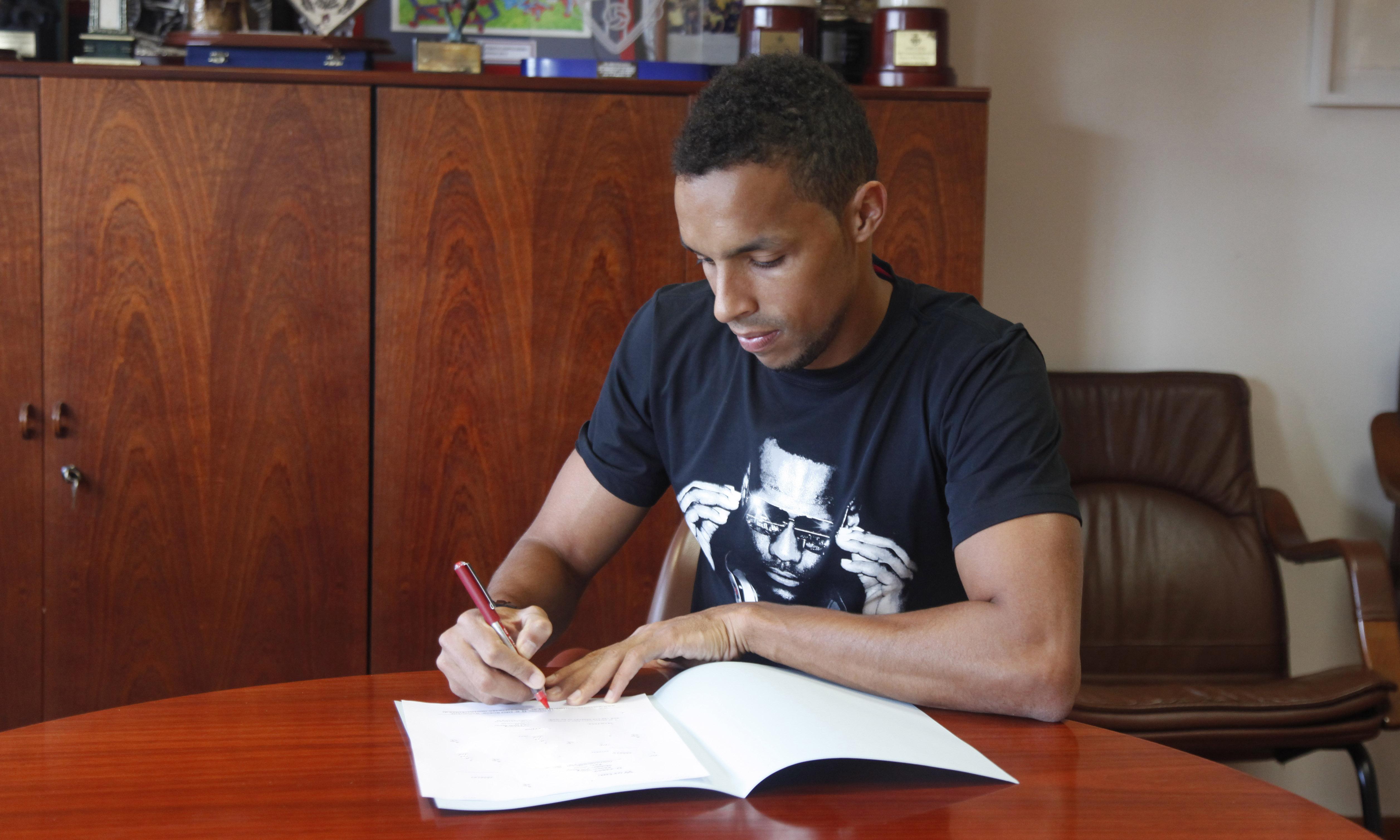 Valdo ya ha firmado el contrato con el levante for Horario oficinas unicaja