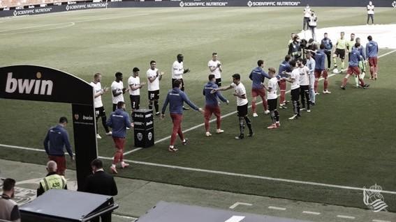 Dos puntos de oro que se escapan en Mestalla tras un escandaloso arbitraje (2-2)