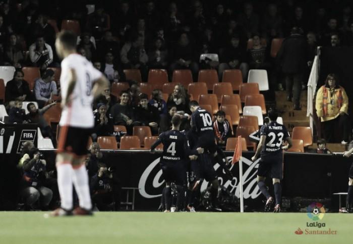 Valencia sofre empate do Málaga no fim e segue perto do Z-3 do Espanhol