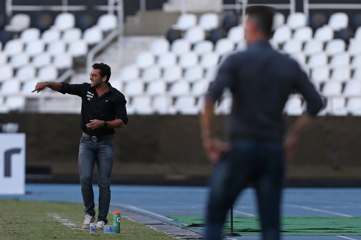 """Valentim enfatiza necessidade do Botafogo reduzir erros defensivos: """"Temos que ter mais equilíbrio"""""""