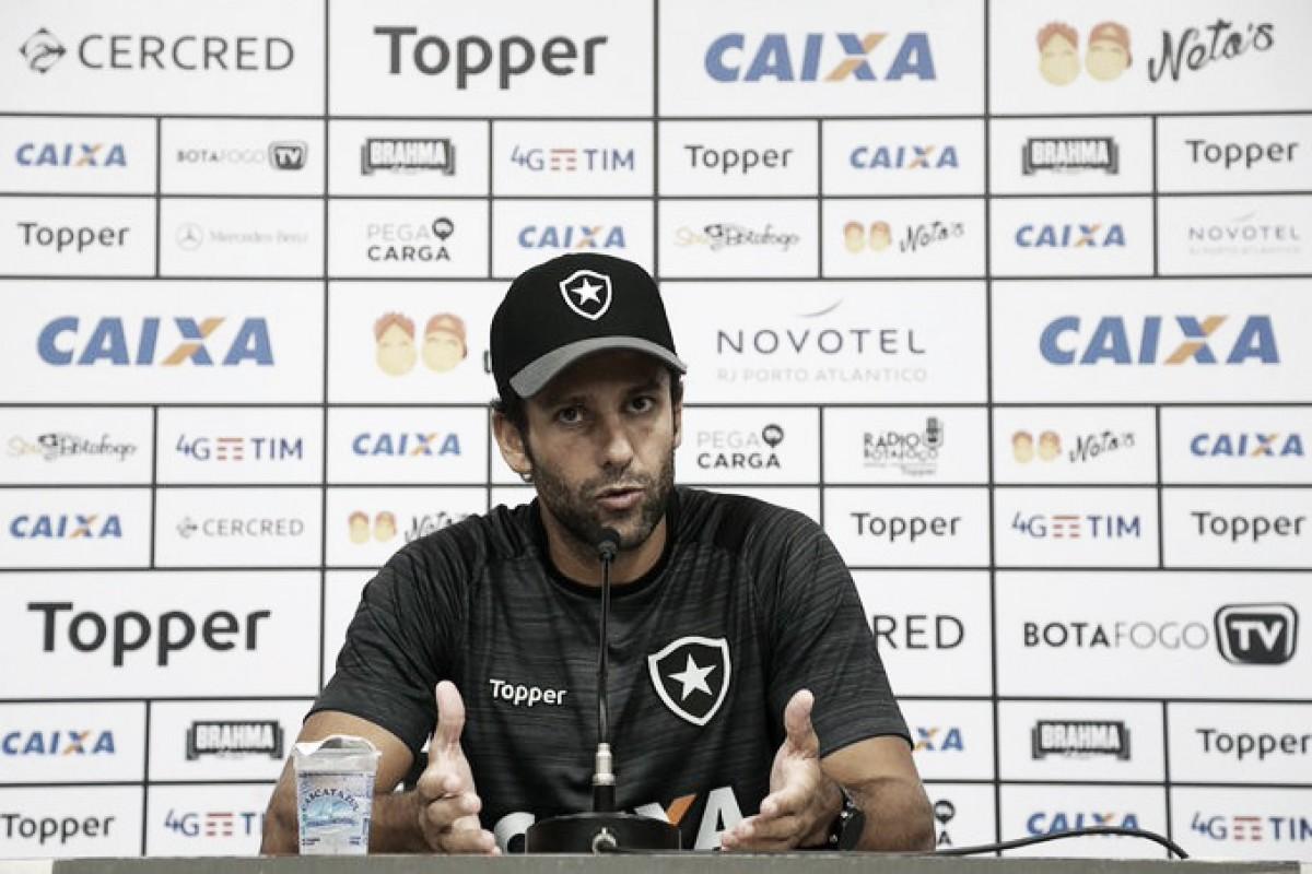 Valentim relembra passagem pelo Flamengo e confirma titulares do Botafogo para clássico