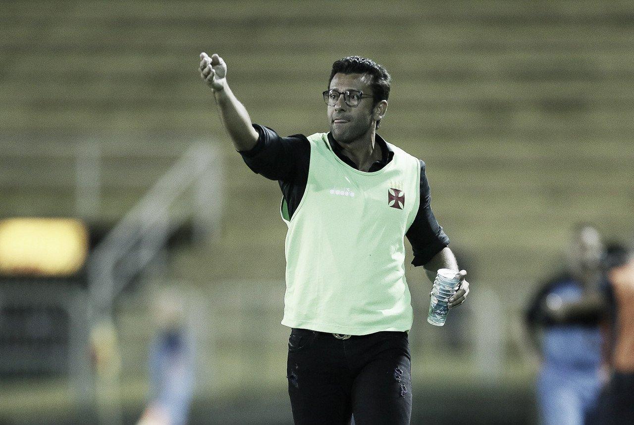 """Valentim aprova estreia de Tiago Reis como titular pelo Vasco: """"Aproveitou a oportunidade"""""""