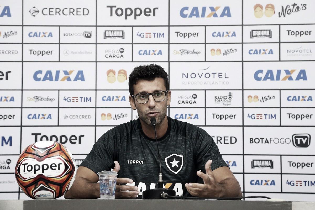 """Valentim indica Carli capitão em final e busca título pelo Botafogo: """"Treinador vive de vitória"""""""