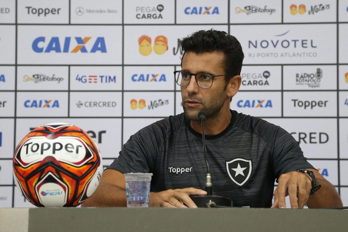 Valentim fala sobre exames de Aguirre e pede presença de uruguaio em treinos do Botafogo