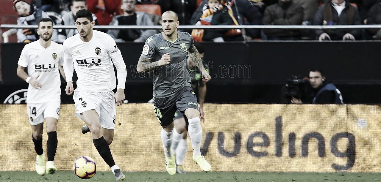 Valencia tropeça em casa contra Real Sociedad e perde a chance de encostar no G-4