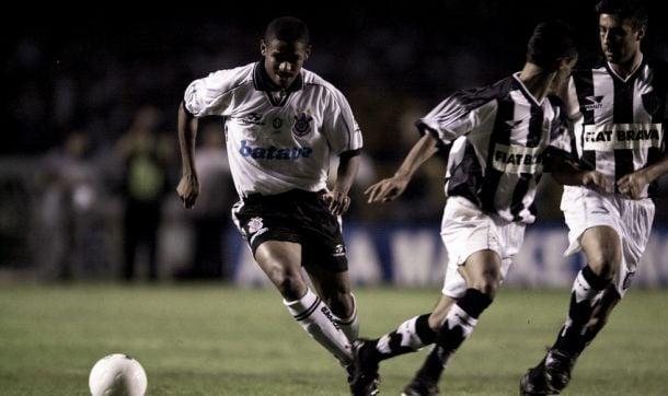 Atlético-MG x Corinthians - rivalidade cresceu a partir de 1999