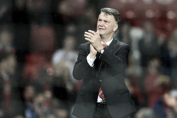 Van Gaal comemora vitória diante Bournemouth e culpa lesões por má campanha na Premier League