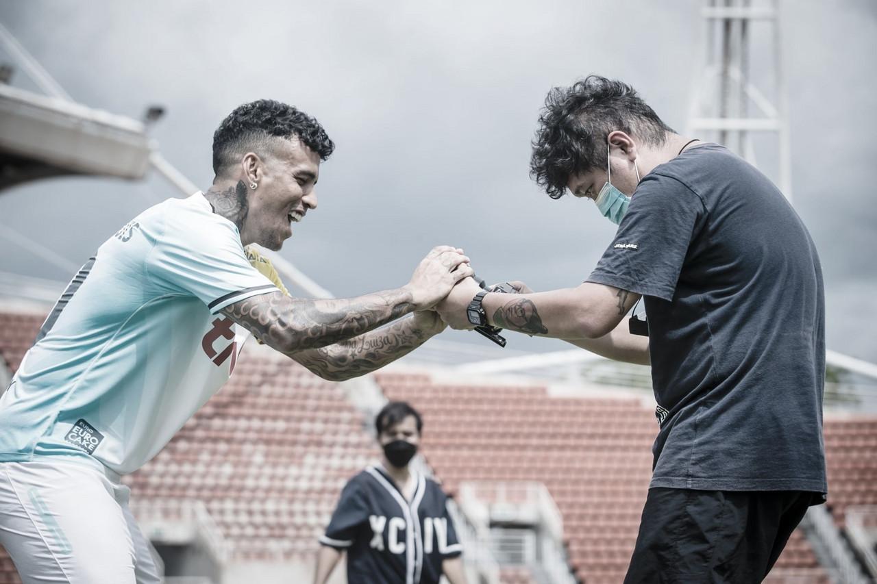 Vander avalia desempenho no Bangkok United e qualifica elenco