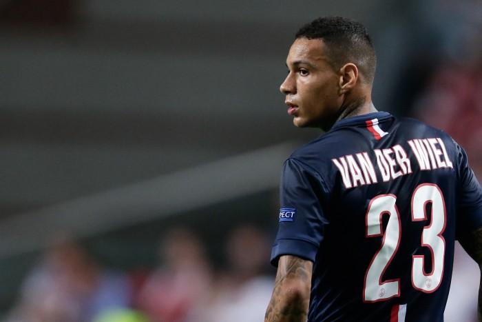 Calciomercato Roma: sprint per Van Der Wiel e Caceres