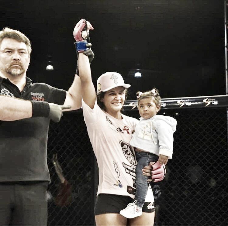 Vanessa Melo vence Day Fox e fica com cinturão feminino inédito no SFT 6