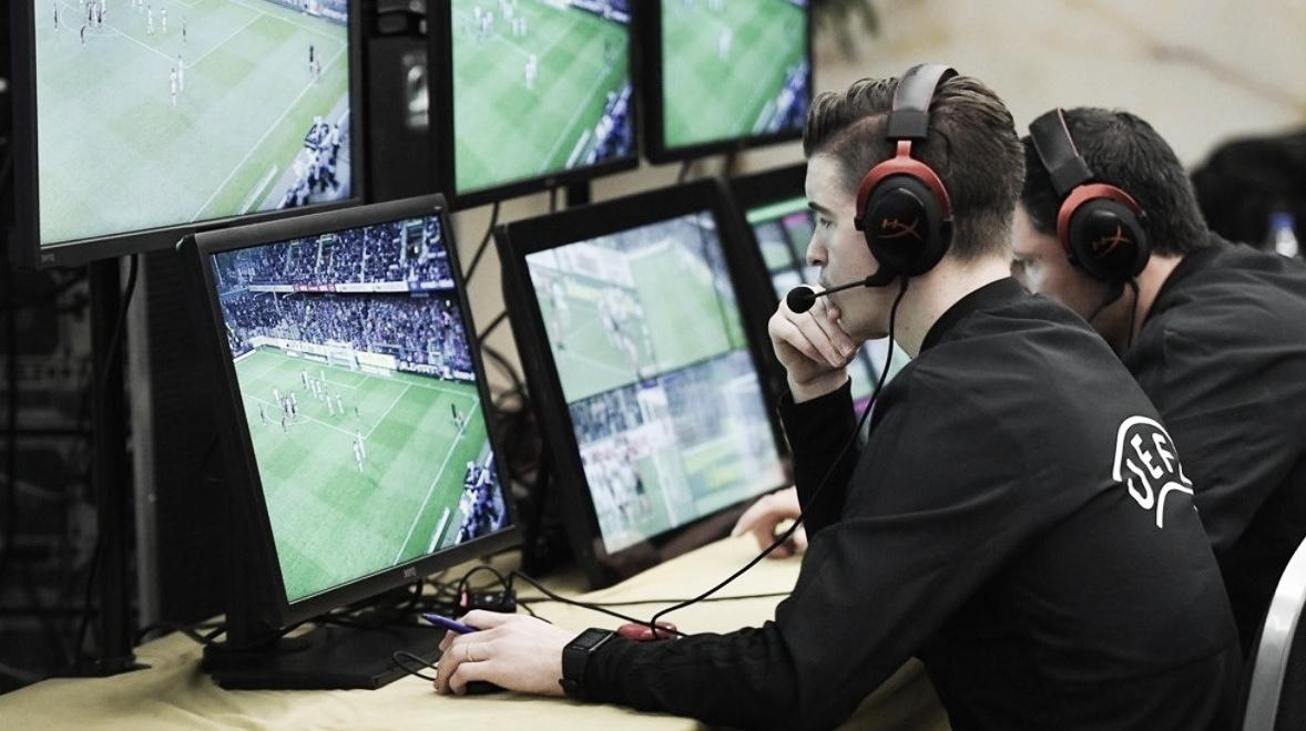 """Chefe da arbitragem na UEFA, Roberto Rosetti louva introdução do VAR: """"Estamos prontos"""""""