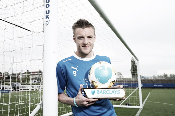Vardy frusta Arsenal e renova contrato com Leicester por quatro anos