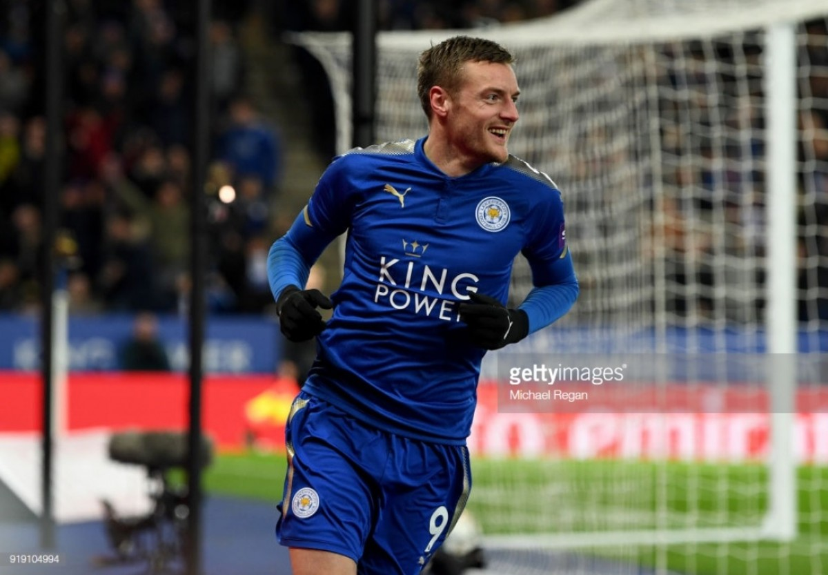 Jamie Vardy signs new four-year contract with Leicester