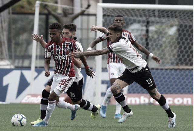 Invictos no Brasileirão, Vasco e São Paulo se enfrentam no São Januário