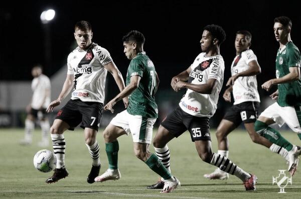 Gol do estreante Léo Matos não impede Vasco de levar sufoco do lanterna Goiás