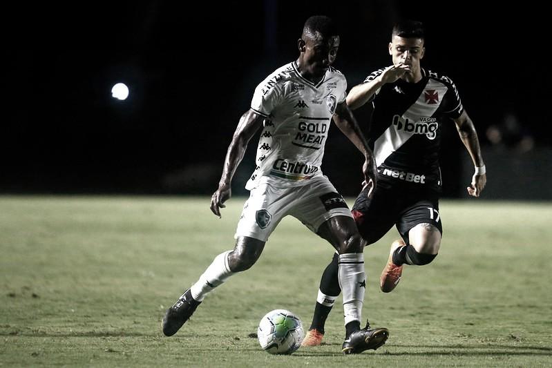 Em busca da primeira vitória no Carioca, Vasco faz clássico contra Botafogo