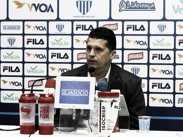 Invicto no comando do Avaí, Claudinei Oliveira destaca postura da equipe contra o CRB
