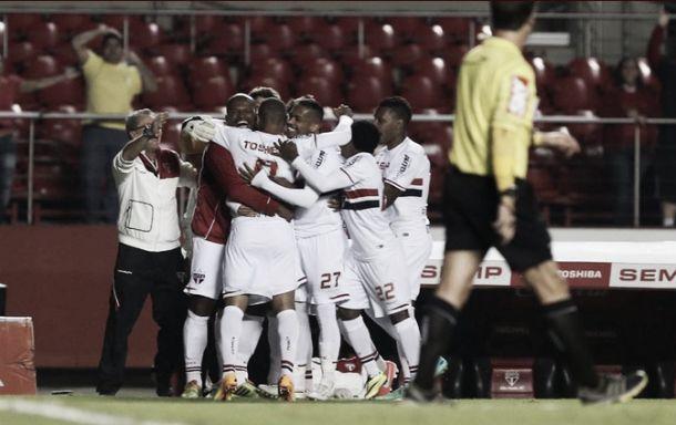 São Paulo vence Atlético-MG e se aproxima dos líderes antes da parada para a Copa