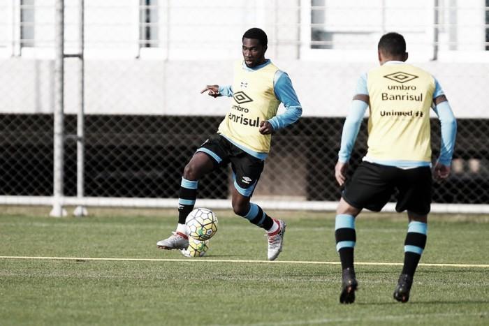 Roger poupa Edilson em treino e indica Negueba como substituto de Giuliano