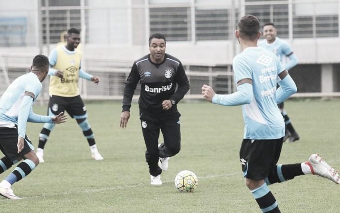 Roger encaminha Grêmio com Edilson e ressalta dificuldades de enfrentar América-MG