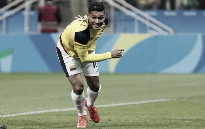 Com um gol em cada tempo, Colômbia vence Nigéria e enfrenta Brasil nas quartas