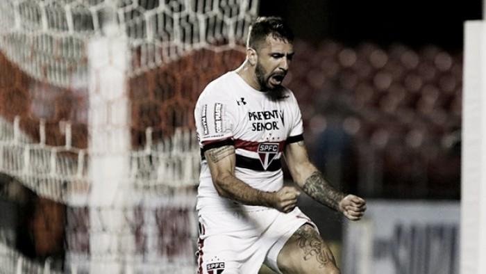São Paulo tem três convocados e deve ter desfalques contra Corinthians