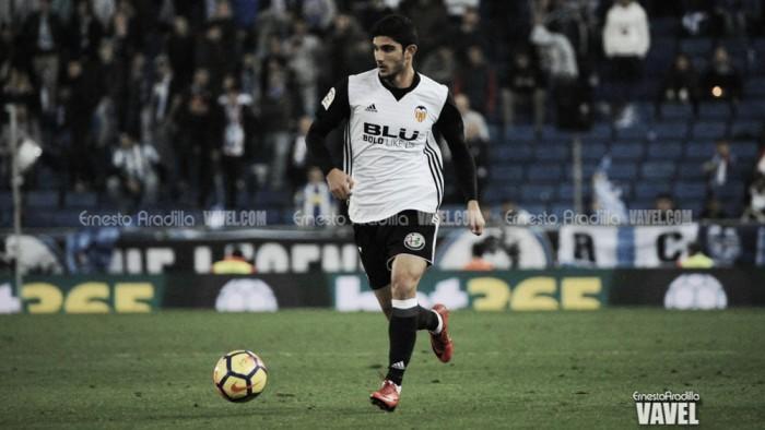 Gonçalo Guedes realiza cirurgia no pé e pode desfalcar Valencia por até um mês