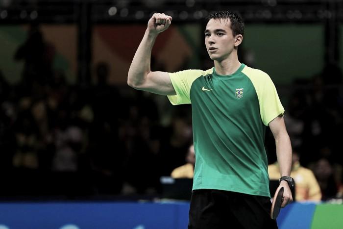 Hugo Calderano bate número 15 do ranking e iguala recorde brasileiro no tênis de mesa