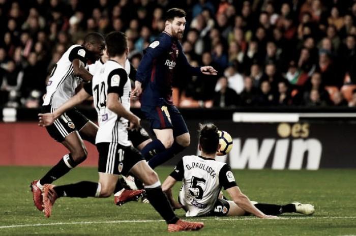 Com erro grotesco da arbitragem, Valencia e Barcelona empatam no Mestalla