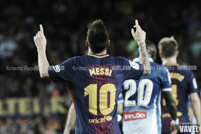 Com três gols de Messi, Barcelona goleia no dérbi catalão