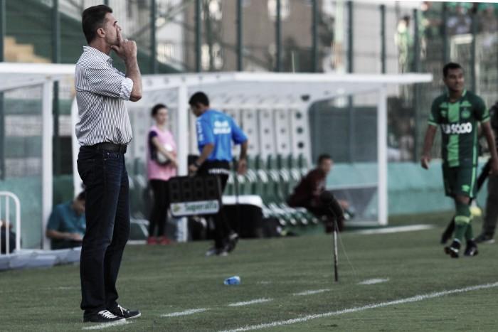 """Vagner Mancini pede paciência após série sem vitórias: """"Um tijolo de cada vez"""""""