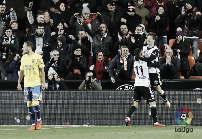 Vietto brilha, faz gol do meio de campo e Valencia avança na Copa do Rei ao golear Las Palmas