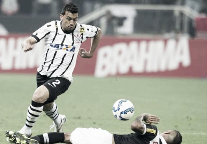 Grêmio fecha negociações com Corinthians e acerta retorno do lateral-direito Edílson