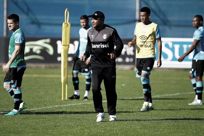 Roger comanda treino sem Miller Bolaños e define Grêmio com Maicon e Geromel