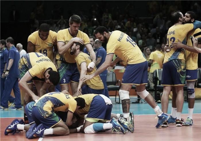 Brasil vence Rússia sem dificuldades e vai reeditar final Olímpica contra a Itália