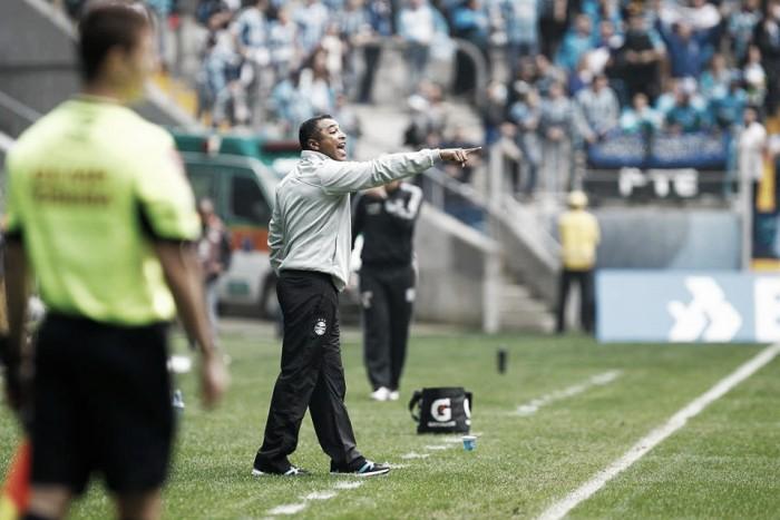 """Roger elogia reação para vencer Figueirense: """"Não vou ficar cruzando 40 bolas por jogo"""""""