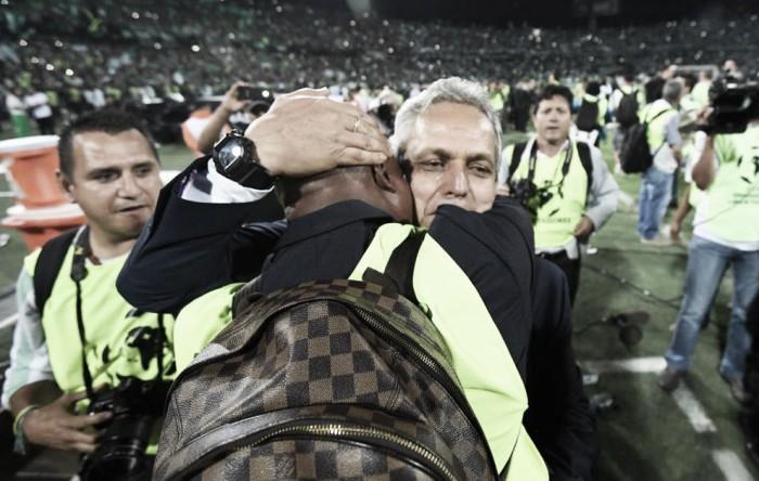 """Técnico Reinaldo Rueda estende bi da Libertadores à Nação: """"Este é um título para todos os colombianos"""""""