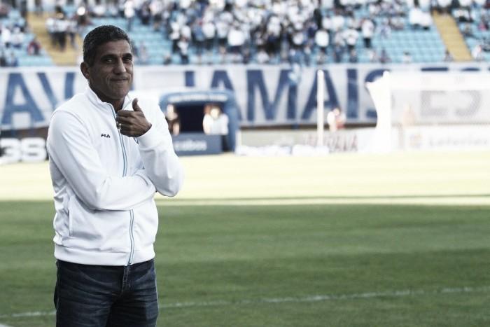 Após vitória contra Vasco, Silas ressalta boa sequência do Avaí na Série B