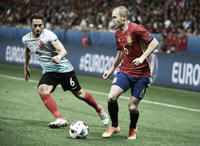 """Iniesta comemora boa atuação da Espanha: """"Isso nos dá força para seguir"""""""